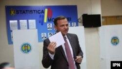 Andrei Nastase, la secţia de votare