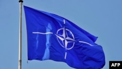 Flamuri i NATO-s.