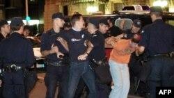 Hapšenje pristalica SRS-a na protestu u Beogradu 2008. godine