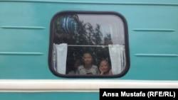 Дети в поезде. Иллюстративное фото.
