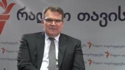 Benjamin G. Ziff, asistent-adjunct al Secretarului de stat american răspunde întrebărilor Europei Libere