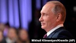 Ресей президенті Владимир Путин баспасөз конференциясында. Мәскеу, 14 желтоқсан 2017 жыл.