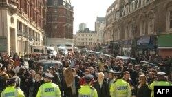 Лондон -- Шаардын финансы районунда антиглобалисттер демонстрацияларын башташты.