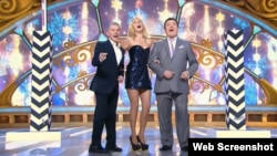 Oleg Gazmanov (left), Alla Perfilova, and Iosif Kobzon sing against sanctions on Russian state TV.
