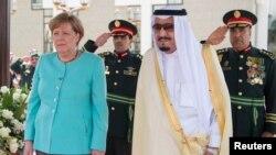 دیدار صدراعظم آلمان با ملک سلمان، پادشاه عربستان، در جده