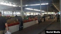 Один из дехканских рынков в Ташкенте.