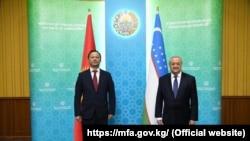 Кыргызстандын тышкы иштер министри Руслан Казакбаев жана Өзбекстандын тышкы иштер министри Абдулазиз Камилов. Ташкент шаары, 2020-жылдын 5-ноябры.