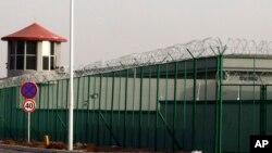 Ограждение по периметру закрытого учреждения, «лагеря перевоспитания» в Синьцзяне. 3 декабря 2018 года.
