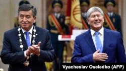Действующий и бывший президенты Сооронбай Жээнбеков и Алмазбек Атамбаев в день инаугурации. 24 ноября 2017 года.