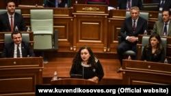 Vjosa Osmani gjatë fjalimit të saj pasi u zgjodh kryetare e Kuvendit të Kosovës. Prishtinë, 3 shkurt, 2020.