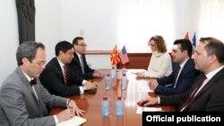 Takimi i liderit të LSDM-së, Zoran Zaev me zëvendës ndihmës sekretarinamerikan të shtetit,Hoyt Brian Yee