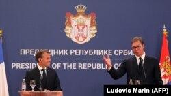 Францускиот претседател Емануел Макрон и српскиот претседател Александар Вучиќ на прес-конференција по нивниот состанок во Претседателската палата во Белград, 15 јули 2019 година