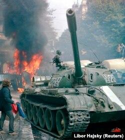 Радянський танк у центрі Праги. 1968 рік