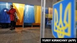 На сьогодні із всіх кандидатів банківські рахунки виборчих фондів відкрили 30 претендентів на крісло глави держави