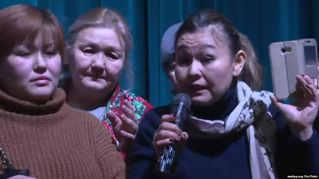 Стихийная акция матерей проходит в Астане: женщины требуют улучшения жилищно-бытовых условий (ВИДЕО)