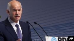 Premierul Georgios Papandreou vorbind la congresul Uniunii Federale a Industriei Germane
