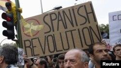 Греция, Испания сындуу өлкөлөрдө нааразылык акциялар жыл боюу өтүп турду.