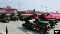 Северокорейские ракетно-зенитные установки, представленные на параде в Пхеньяне. Пхеньян, 27 июля 2013 года.