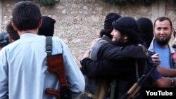 """Скриншот размещенного в Интернете видео о """"казахских джихадистах"""", отправившихся в Сирию."""