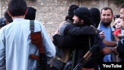 Сирияға аттанған Қазақстандық жиһадшылар. Ютуб сайтынан алынған скриншот.