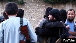 """Скриншот размещенного в Сети видео о казахских """"джихадистах"""" в Сирии."""
