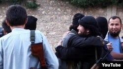 """Скриншот видео о казахских """"джихадистах"""", отправившихся в Сирию и предположительно примкнувших к исламистским боевикам."""