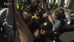 Ciocniri violente în fața Parlamentului de la Kiev