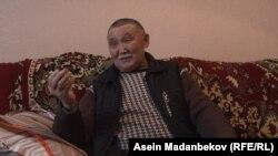 Асылбек Супатаев, отец Дамирбека Асылбека уулу, депутата парламента Кыргызстана, задержанного в Казахстане по обвинению в причастности к контрабанде.