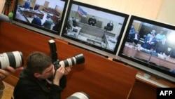 Журналисты наблюдают за ходом процесса