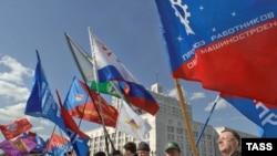 Профсоюзы организовали живую цепь от Белого дома до здания Государственной Думы