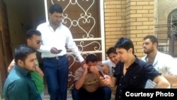 Iraq -- Texting in Baghdad, Jun2011