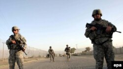 Афганские будни. Американские военнослужащие на месте взрыва в Кабуле