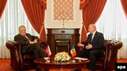 Președintele ceh Miloš Zeman și omologul său moldovean Nicolae Timofti, Chișinău, 22 mai 2014.