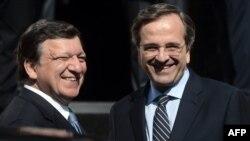 Глава Европейской комиссии Жозе Мануэль Баррозу (слева) и премьер-министр Греции Антонис Самарас (справа). Афины, 26 июля 2012 года.
