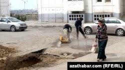 Aşgabat: Prahadyň köçelerinde gazuw işleri geçirilýär, ýene-de...