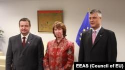 Ivica Dačić, Hašim Tači i Catherine Ashton nakon jedne od rundi dijaloga u Briselu