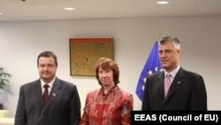 Ivica Dačić, Ketrin Ešton i Hašim Tači nakon jedne od rundi briselskih razgovora