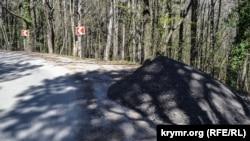 Разрушенная водой дорога на Ай-Петри в Ялте, иллюстрационное фото