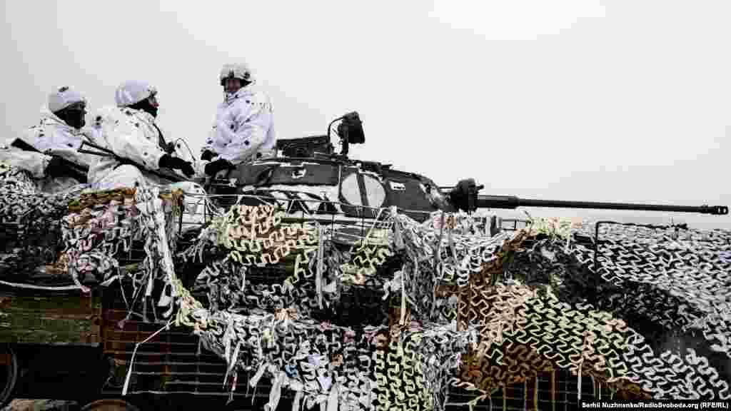 Серед вправ і тактичних завдань, які виконують військові, – ведення вогню з озброєння танків, бойових машин піхоти та артилерії, відпрацьовуються елементи наступу та відбиття атак противника на рівні рот і батальйонів