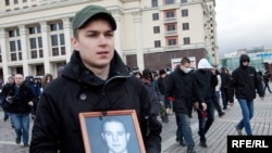 Антифашисты возложили цветы к могиле неизвестного солдата у Кремлевской стены.