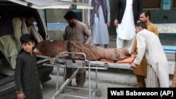 خانمی که امروز در ورزشگاه فوتبال جلالآباد جان باخته است