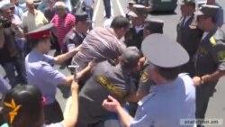 «Դուրս մեր գրպանից» նախաձեռնության ավտոերթի ժամանակ 7 քաղաքացի բերման ենթարկվեց