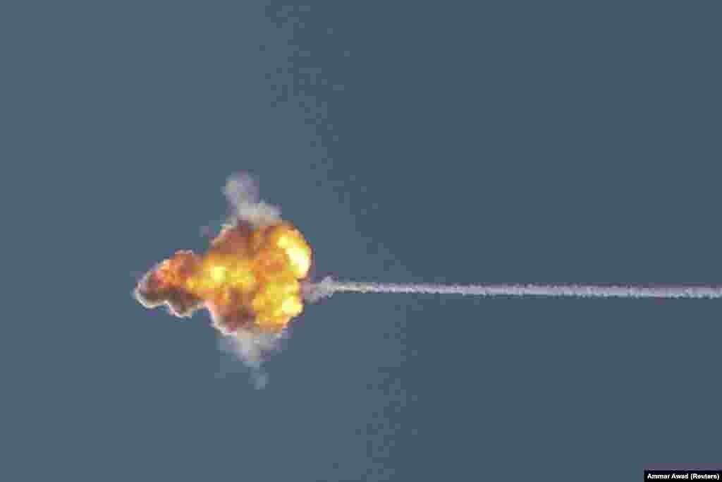 Ізраїльська протиракетна система «Залізний купол» перехоплює ракету, запущену зі Смуги Гази у напрямку до Ізраїлю, вигляд із Ашкелона, 19 травня 2021 року