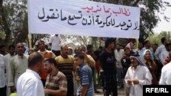 متظاهرون في البصرة يطالبون بتحسين مستوى الخدمات