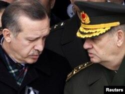 Türkiyə - baş nazir Rəcəb Tayib Ərdoğan və İlker Başbuğ, 28 fevral, 2010