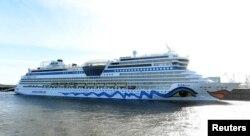 Популярний німецький круїзний лайнер «Аїда» стоїть у гамбурзькому порту