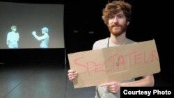 Мартин Шик, танчер и кореограф од Швајцарија, кој подолго време живее и работи во Берлин.