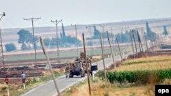 Турецкие танки на границе Турции и Сирии. 24 июля 2015 года.
