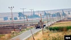 Турецкие военные на границе с Сирией, 24 июля 2015 года