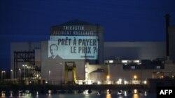 Parulla e projektuar nga aktivistët e organizatës Greenpeace në centralin atomik në Tricastin të Francës